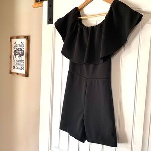 Dresses & Skirts - NWT Off the Shoulder Ruffle Romper with Ear Rings